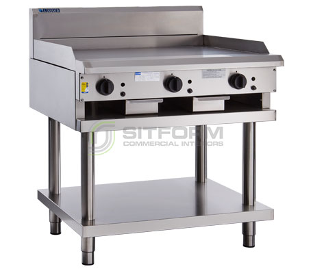 Luus  Professional Series CS-6P3C – 600mm Griddle 300mm Chargrill Combination with legs & shelf | Commercial Kitchen Equipment